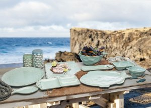 la tavola della casa al mare - linea poseidon tognana - piatti e contenitori azzurro acqua