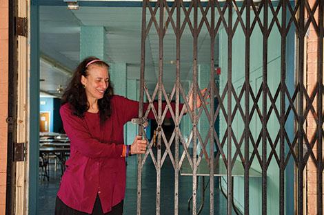 Slicher opening gate