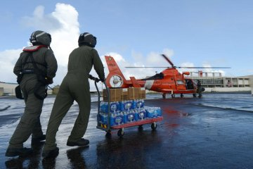 Coast guard delivers FEMA food to helicopter