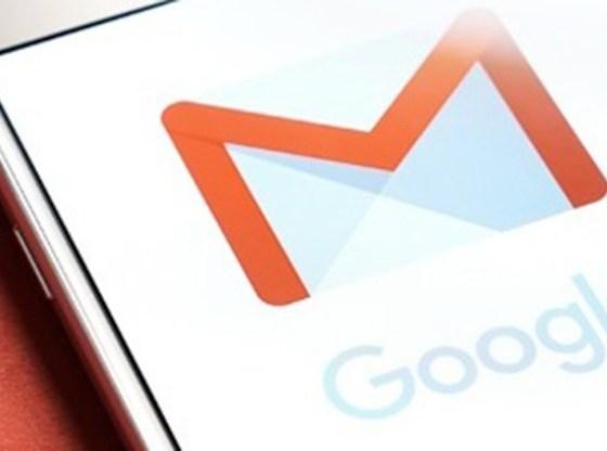 L'immagine mostra l'applicazione Gmail in esecuzione su uno smartphone