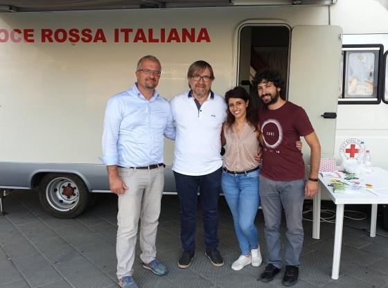 La foto mostra Alberto Mazzi, Massimiliano Salfi, Agnese Pellegrino e Andrea Caruso durante la sperimentazione di redEyes a Pisa