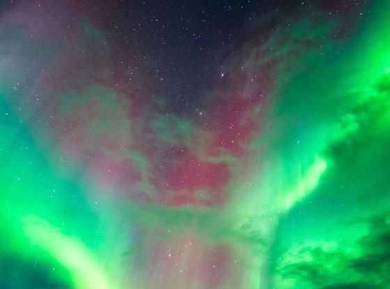 L'immagine mostra l'aurora boreale