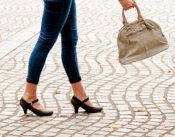 女性の悩み、靴による足の疲れ!自分に合う靴はどう選べば良い?