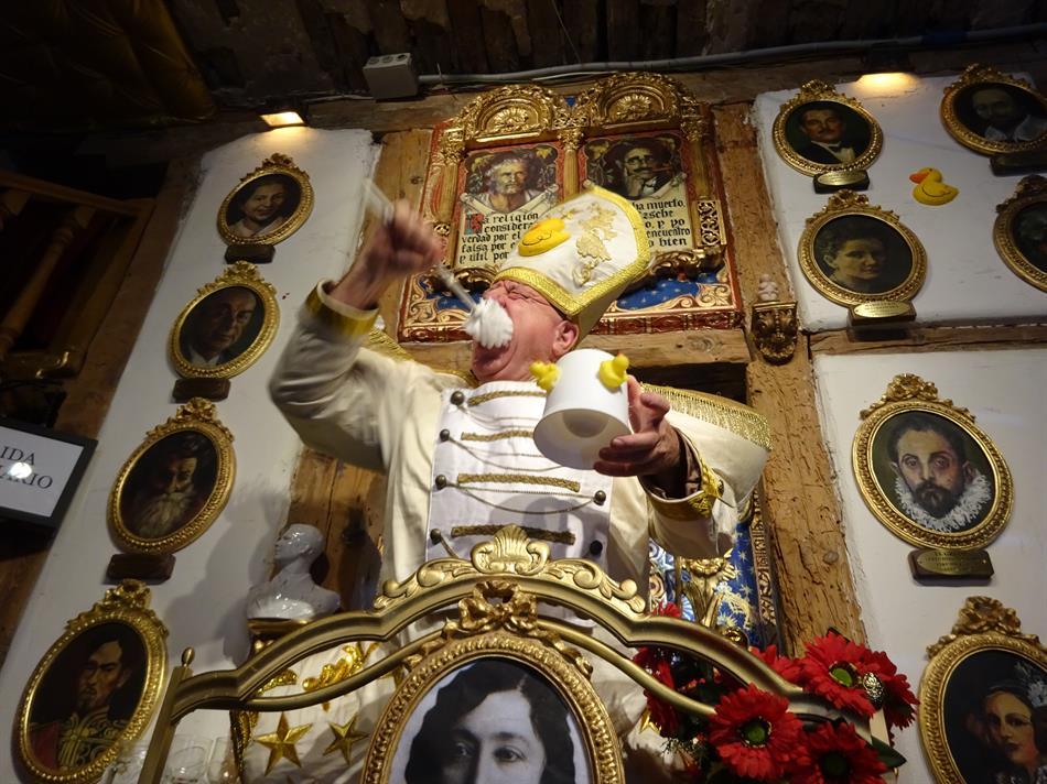 La messa patolica di Leo Bassi: Vaticano VS Paticano