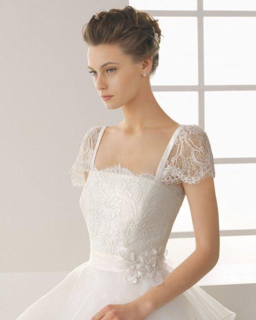 Vestido de novia elegante con escote cuadrado - Foto Rosa Clará