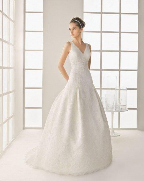 Vestido de novia con escote en V - Foto Rosa Clará