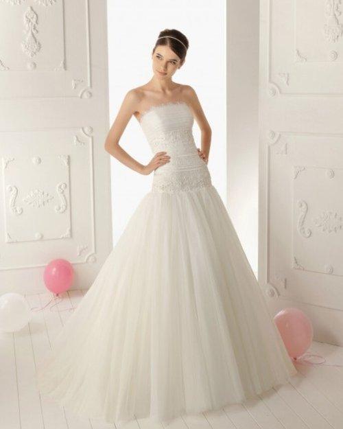 Vestido de novia con escote palabra de honor - Foto Aire Barcelona