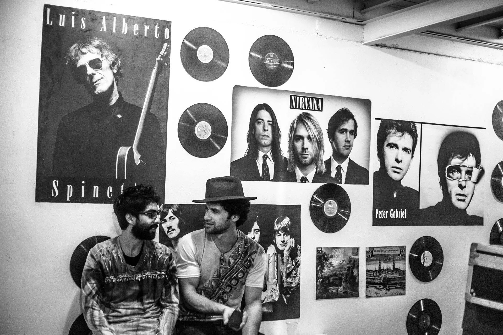 Pepe Gavilondo, coordinador de los conciertos de música clásica en FAC y el guitarrista Ernesto Blanco. Foto: Larisa López.