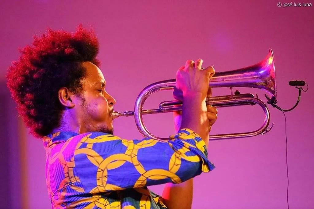 El trompetista Carlitos Sarduy. Foto: Tomada de la página de Facebook del artista.