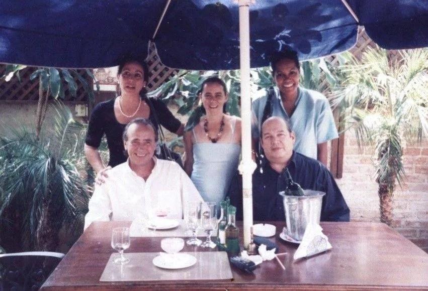 Rosa Marquetti junto a Joan Manuel Serrat, Víctor Víctor, Lupe Pérez y Darsi Fernández. Foto: Archivo personal de Rosa Marquetti.