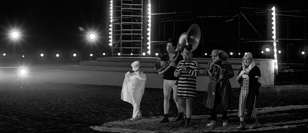 cropped-Fellini-8½-2-207807155-1.jpg