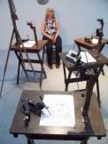 EXPO ARSENAL: Séance de modèle vivant avec des aritstes robots. Oeuvre de Patrick Tresset.