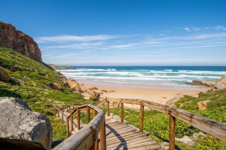 Vista sul mare da una spiaggia della Robberg Nature Reserve, Sudafrica.