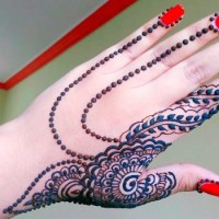 30 elegant Mehndi designs from thae back for ladies (5)