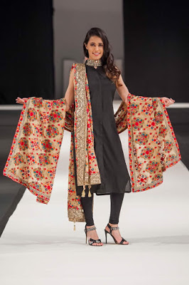 Shawls Collection 2018 at Pakistan Fashion Week London By Komal Nasir