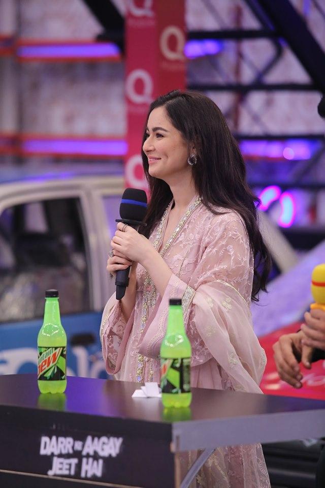 Cricketer Kamran Akmal and Actress Hania Amir in Jeeto Pakistan (6)