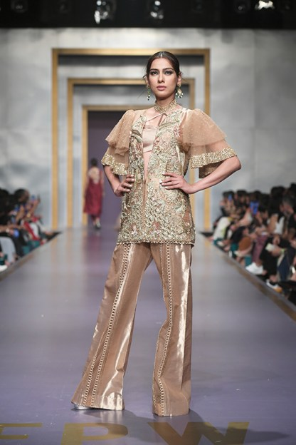 Shiza Hassan day 3 @ fpw 2019 (10)