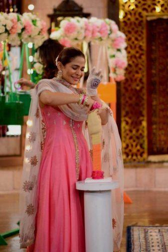 Actress Ayesha Omar's Pictures in Morning Show of Nida Yasir (10)