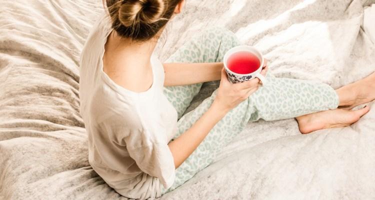 Il pigiama non è più quell'indumento da togliere appena sveglie.Il pigiama di giorno è una tendenza molto chiccosa. Anche le star lo insegnano