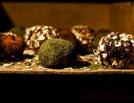 Trufe facute in casa cu Pudra de Menta, Cacao si Fulgi de Ovaz