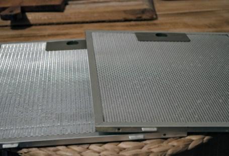 Cum curățăm filtrele de la hotă cu praf de copt