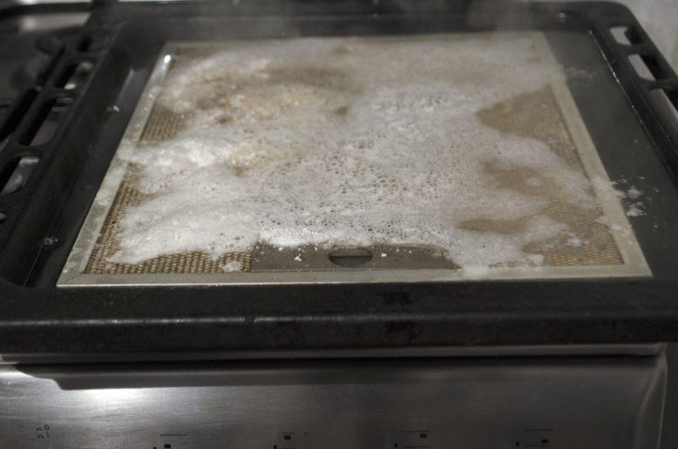 cum curățăm filtrul hotă cu praf de copt și bicabonat