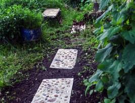 DIY Dale de ciment pavate cu pietricele – accesorii de grădină