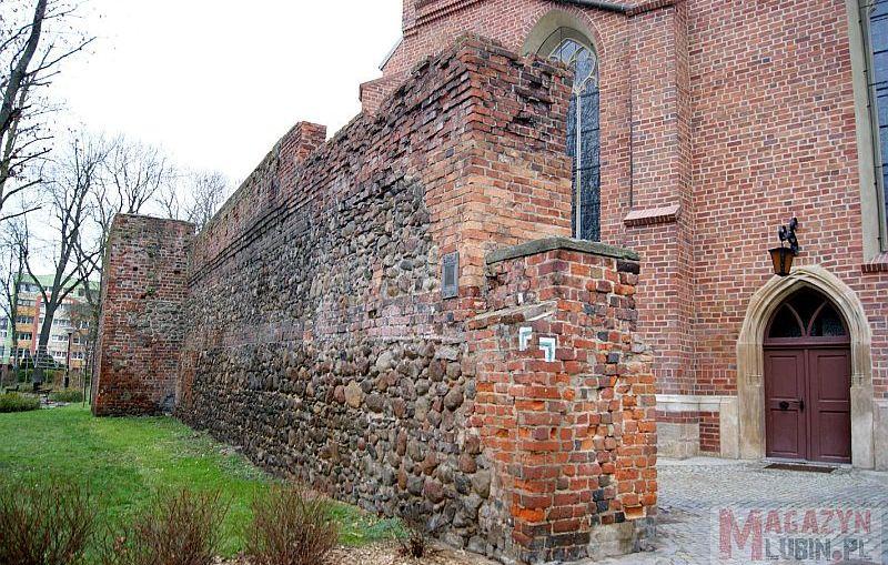 Średniowieczne Mury Obronne Lubina doczekają się remontu?