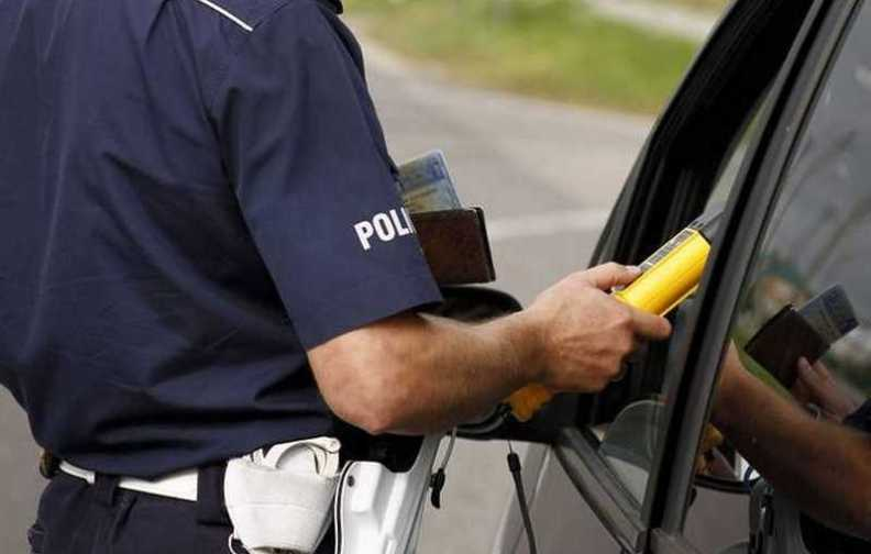 Świadkowie zadzwonili, policjanci zatrzymali pijanego kierowcę