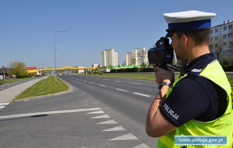 """""""Kaskadowy pomiar prędkości"""" – działania lubińskich policjantów."""