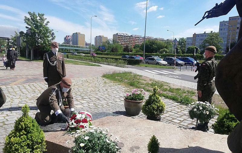 Dolnośląscy Terytorialsi oddali hołd  w dniu 100-lecia urodzin Papieża Polaka.