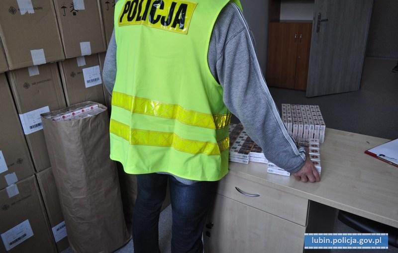Policjanci przechwycili ponad 330 tysięcy sztuk papierosów bez polskich znaków akcyzy