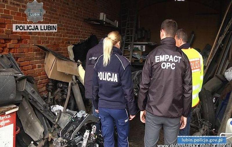 Policja uderzyła w złodziei samochodów. Współpraca z Niemcami dała efekty
