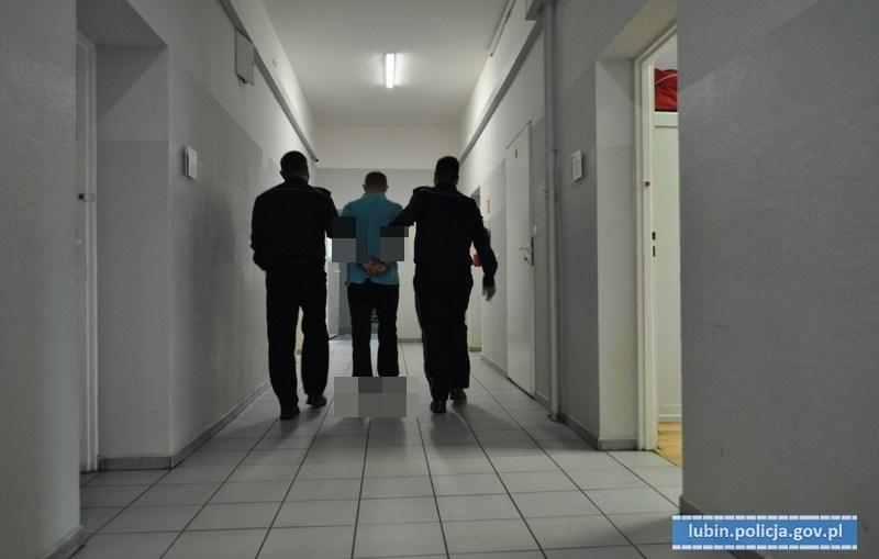 LUBIŃSCY POLICJANCI ZATRZYMALI TRZECH MĘŻCZYZN PODEJRZANYCH O PRÓBĘ WŁAMANIA DO BANKOMATU.