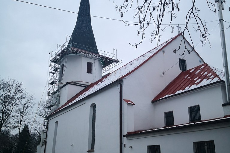 Na wieżę kościoła filialnego pod wezwaniem św. Antoniego powrócił historyczny hełm