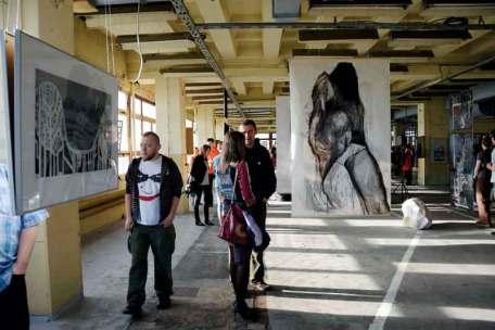 Tegoroczna edycja Biennale w Wenecji Cieszyńskiej obejmuje ekspozycję prac kilkudziesięciu artystów reprezentujących pełen wachlarz technik i środków wyrazu.