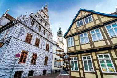 Pierwsze wzmianki o budynku starego ratusza pochodzą z 1378 r.