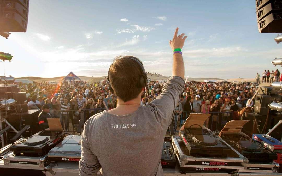 DJ-e wśród wydm w Tunezji