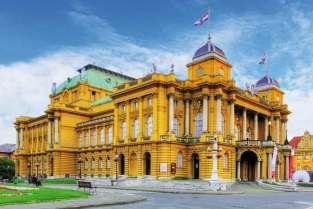 Teatr Narodowy w Zagrzebiu podobny jest do teatrów w Krakowie i Wiedniu.
