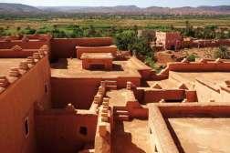 Marrakesz często nazywany jest czerwonym miastem z powodu murów budowanych z czerwonej gliny