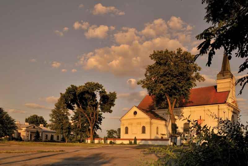 Sankuarium-św.-Idziego-w-Wyszkowie-oraz-stara-plebania---miejsce-historycznych-wydarzeń-w-1920-r.