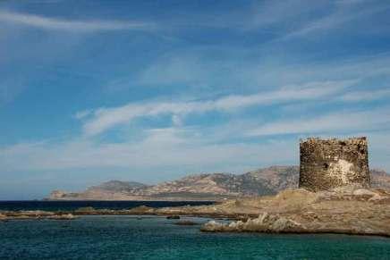 Wieża obronna, pozostałość po cywilizacji nuroskiej