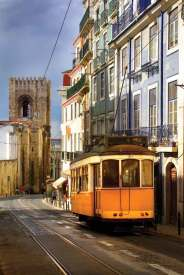 Staromodny tramwaj nr 12 kursuje po Starym Mieście
