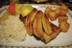 Grillowana ryba espada z bananami