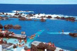 Naturalne baseny w kurorcie Porto Moniz