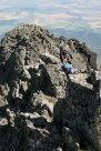 Wspinacze wychodzący na szczyt granią od południa, od strony Pośredniego Gerlachu. Wycieczka na Gerlach, 1 sierpnia 2015, fot. Paweł Wroński