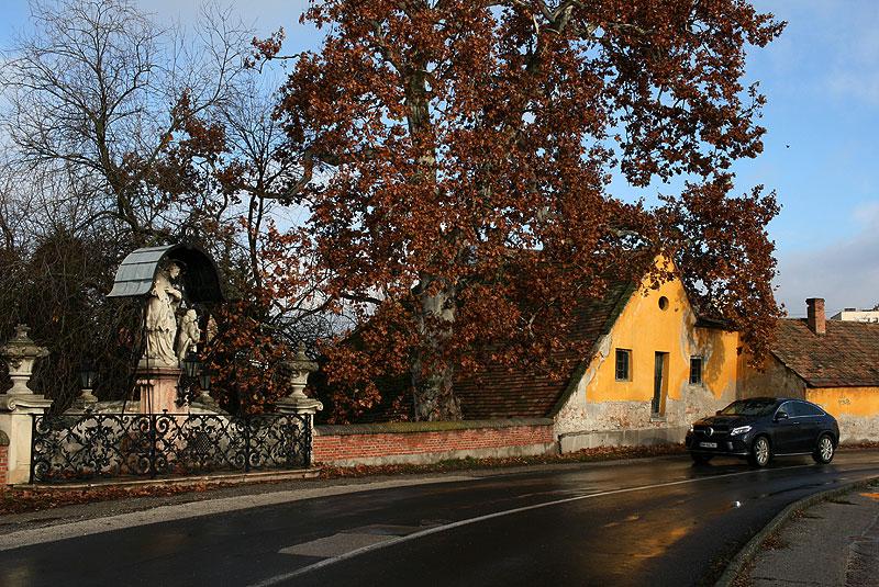 Mercedesem przez Węgry, Tata, fot. Paweł Wroński