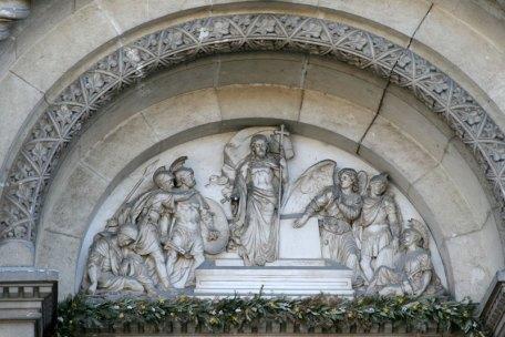 Relief w portalu kościoła św. Piotra w miejscowości Đakovo, fot. Paweł Wroński