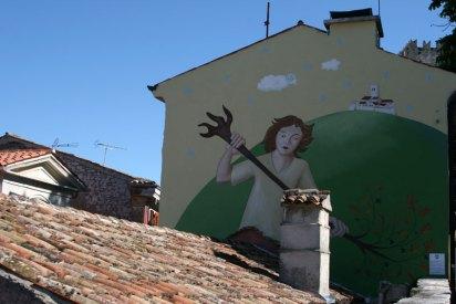 Motovun. Veli Jože wymiata zło – graffiti na ścianie jednego z budynków, fot. Paweł Wroński