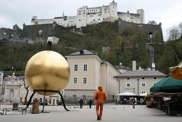 Twierdza Hohensalzburg wzniesiona przez biskupów w średniowieczu i wielokrotnie rozbudowywana - jeden z symboli miasta, fot. Paweł Wroński